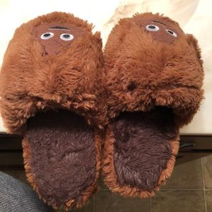 Childrens unisex emoji slippers 💩 (Small 11-12)